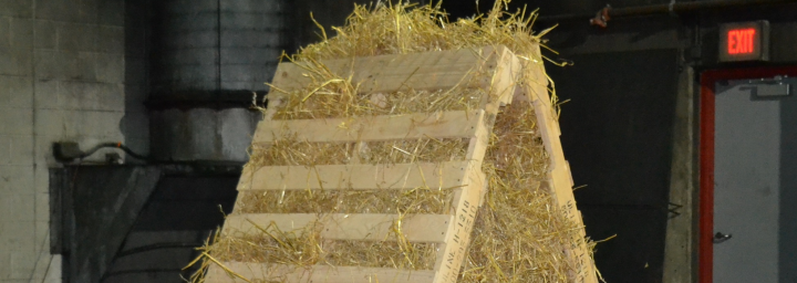 two pallets with straw in a pyramid shape